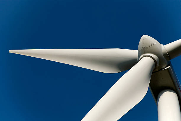 wind energy wheel that is not spinning - windmolen stockfoto's en -beelden
