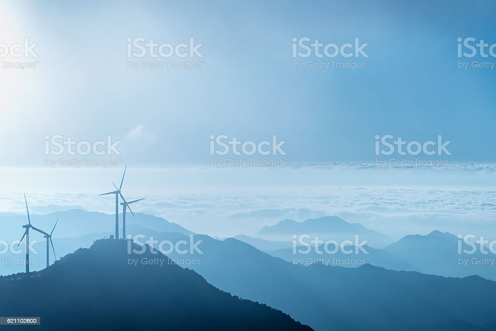 wind farm on the blue mountain top – Foto