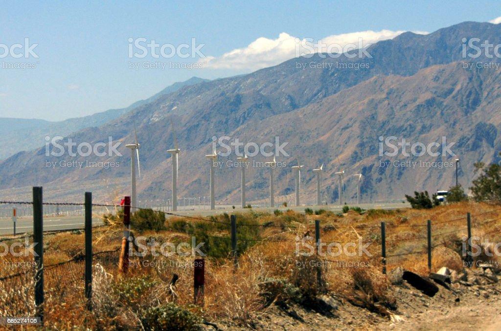Wind Farms Near the Highway foto de stock libre de derechos