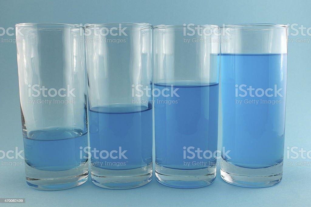 Ventas Gráfico con vasos de refrescos stock photo