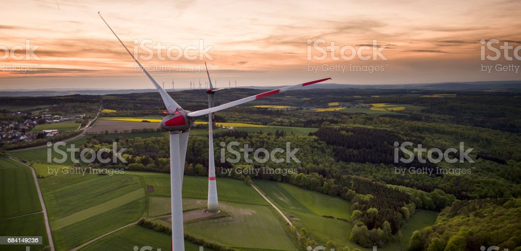 Wind park at dusk - aerial view foto stock royalty-free