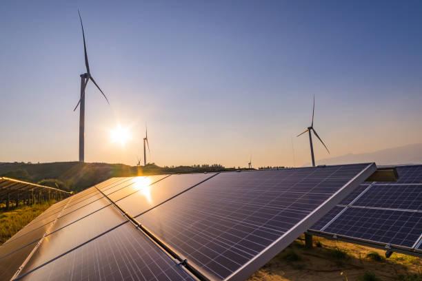풍력 및 태양광 발전소 - 풍차 뉴스 사진 이미지