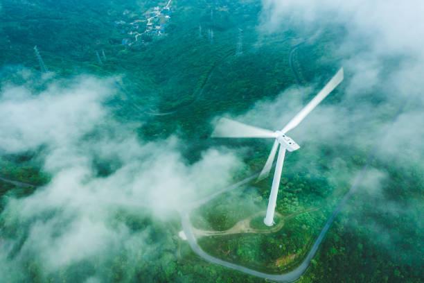 山の風力発電所 - sustainability ストックフォトと画像