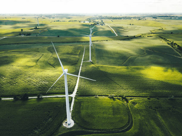 windturbine in iowa - windmolen stockfoto's en -beelden