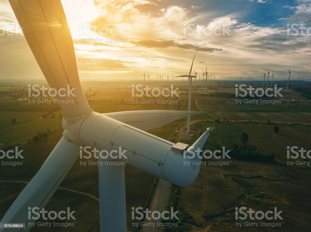 Turbina de viento, concepto de la energía eólica. - Foto de stock de Aerogenerador libre de derechos