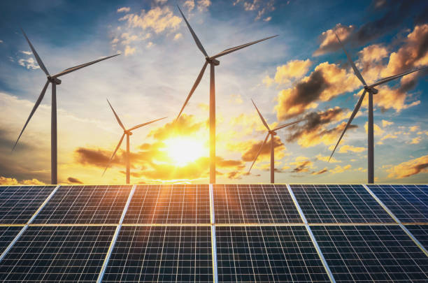 wind turbine with solar panels and sunset. concept clean energy - potęga w naturze zdjęcia i obrazy z banku zdjęć