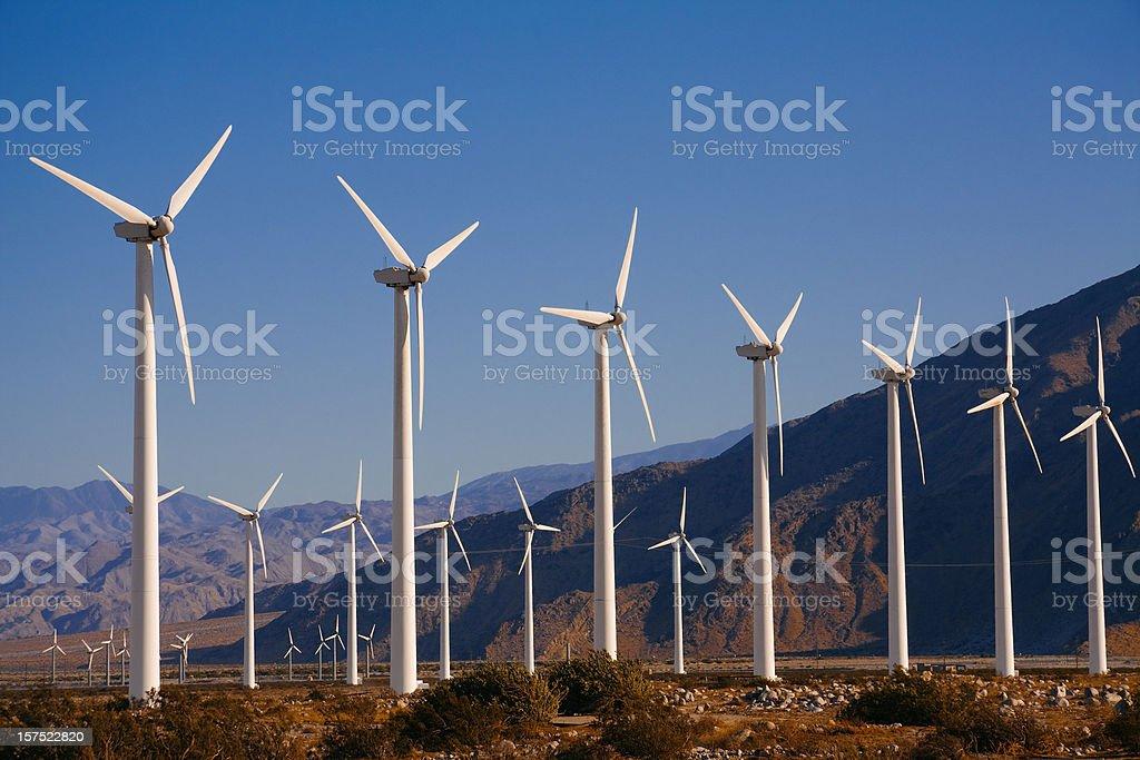 Windturbinen in der Nähe von Palm Springs, CA – Foto