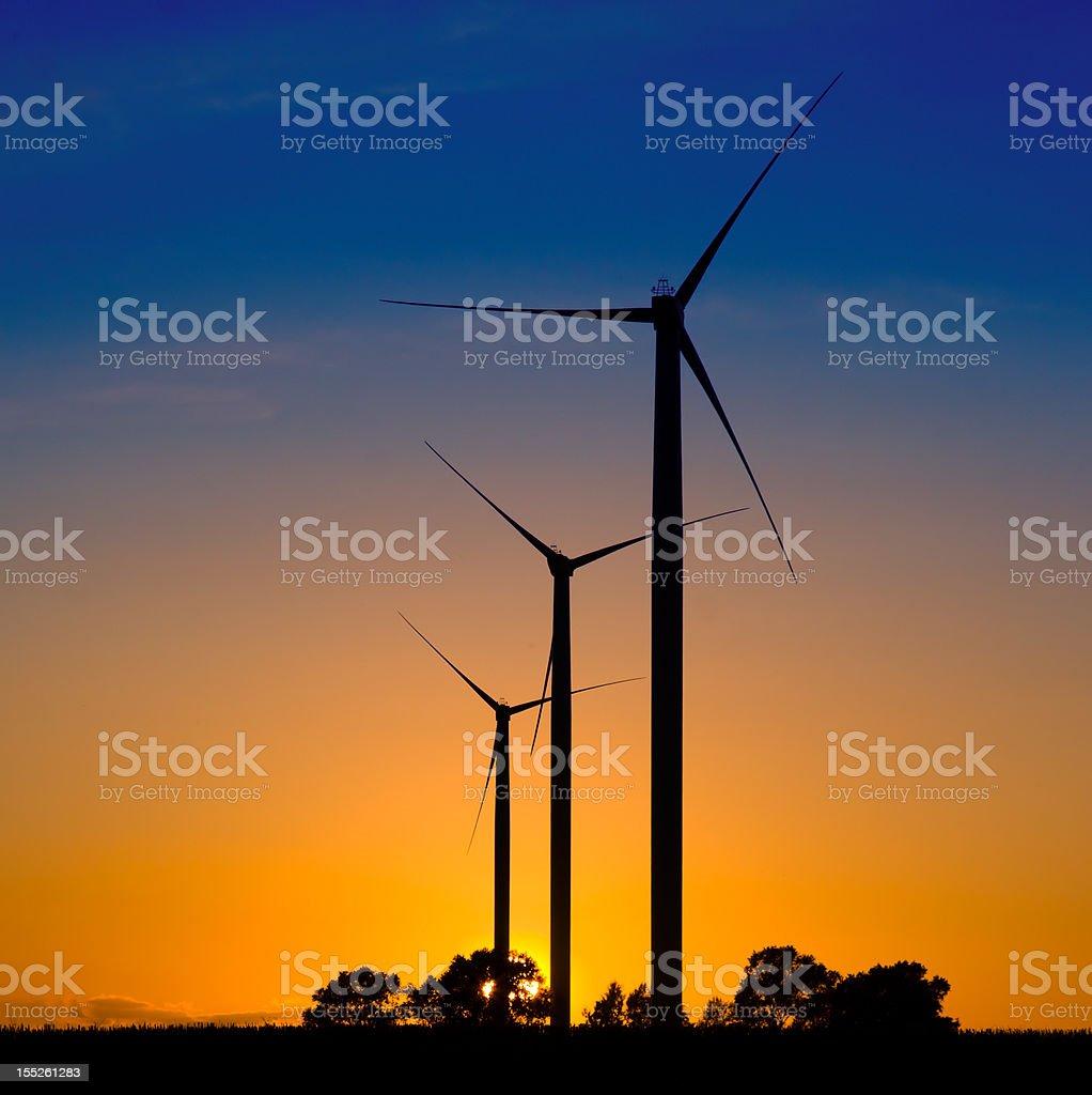 Turbinas eólicas siluetas - foto de stock