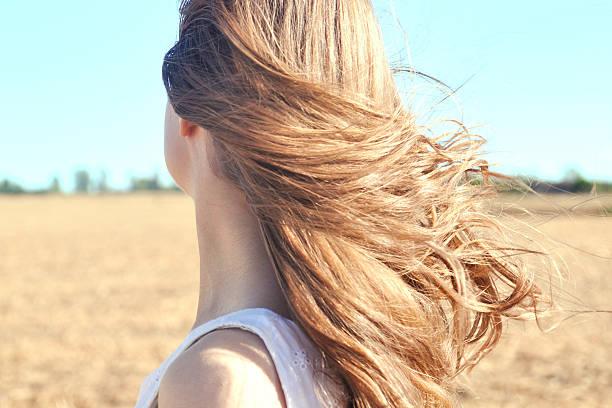 disfrute la disciplina a través de las niñas cabello - chica rubia espaldas fotografías e imágenes de stock