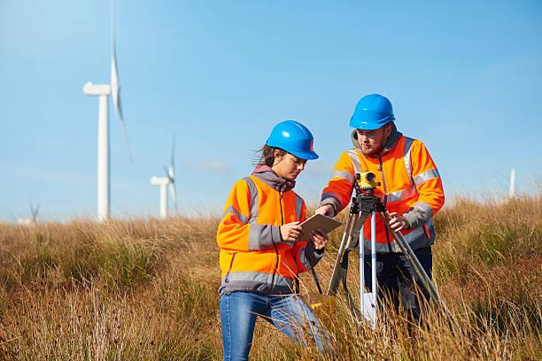 éoliennes entraînement chèques - écologiste rôle social photos et images de collection