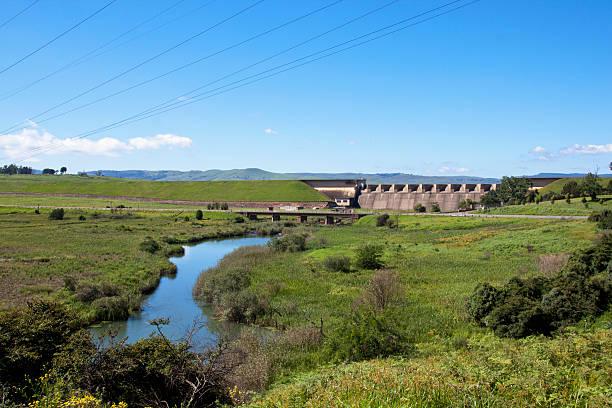 Fluss unter der Wand Midmar Dam Howick – Foto