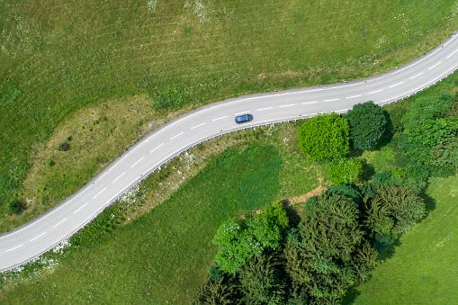 와인딩도로 자동차 0명에 대한 스톡 사진 및 기타 이미지