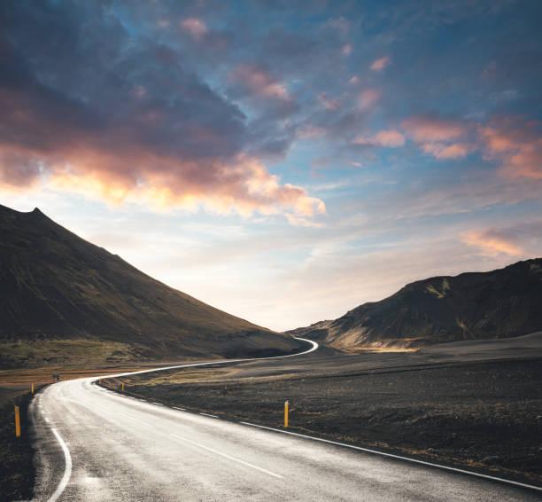 Kurvenstraße in Island – Foto