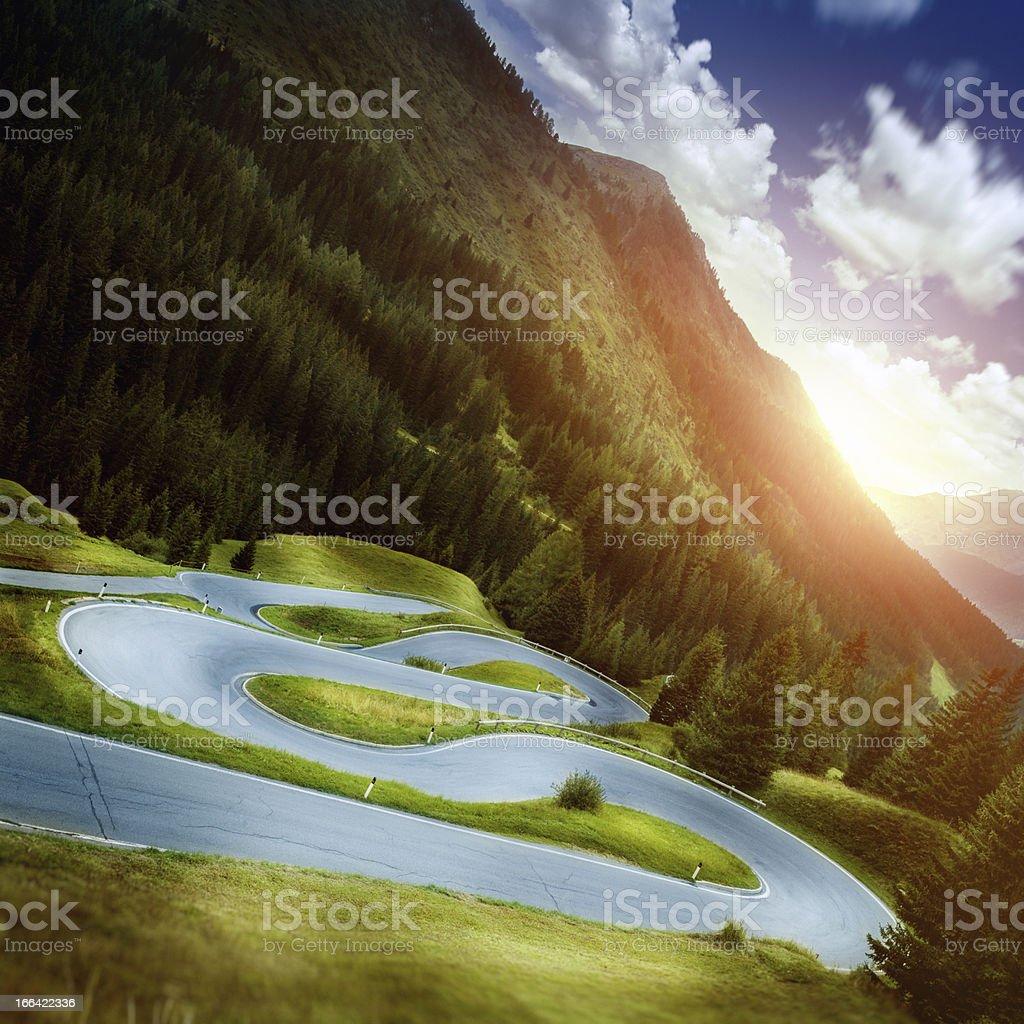 Estrada Sinuosa - foto de acervo
