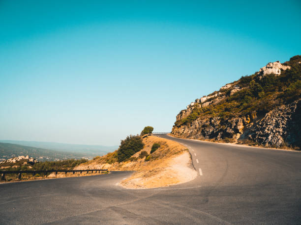 Kurvenreiche Serpentinen Straße in schöner Landschaft am Cap Canaille, Frankreich. – Foto
