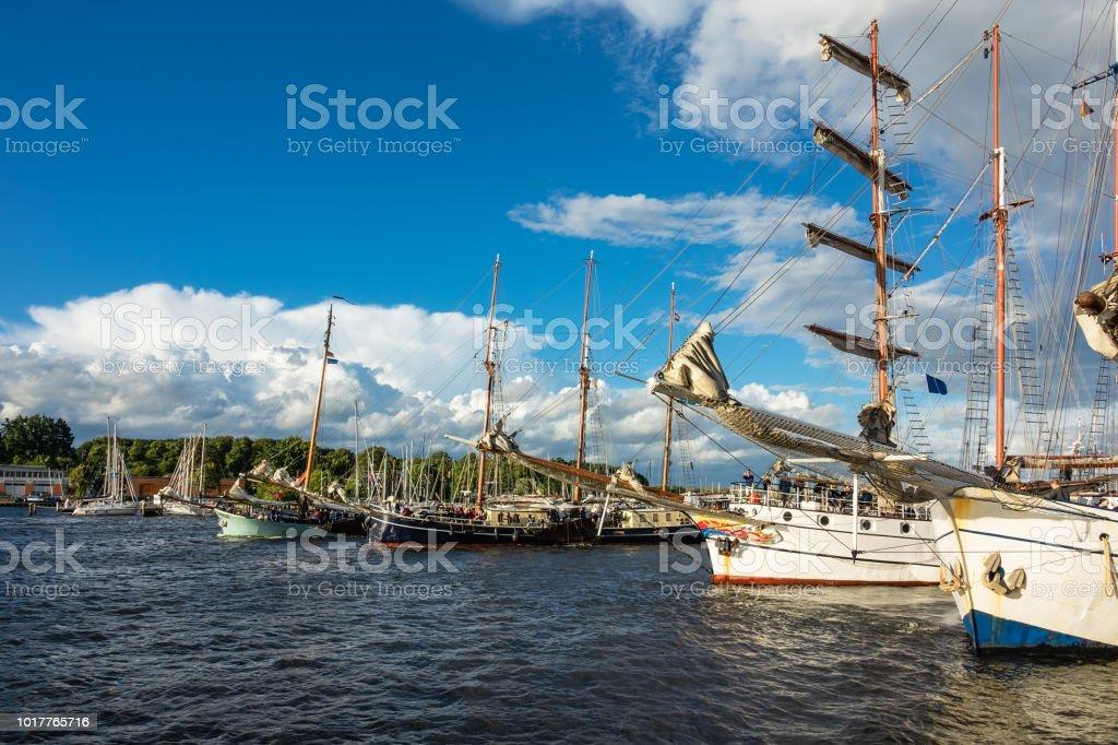 Windjammer auf der Hanse Sail in Rostock, Deutschland – Foto