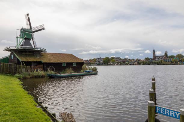 Windmill and Ferry sign Zaanse Schans – zdjęcie
