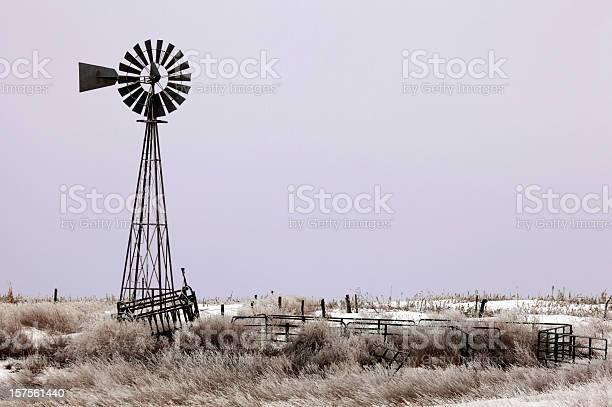 Windmill grassland purple sunrise picture id157561440?b=1&k=6&m=157561440&s=612x612&h=buvuswgl3 rcfqqtf supyrzduqccq2mas9npocgrly=