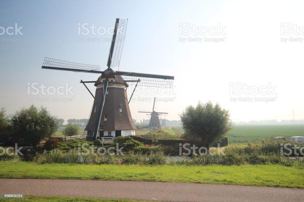 Windmolen in de Tweemanspolder, dicht bij Zevenhuizen, Nederland foto