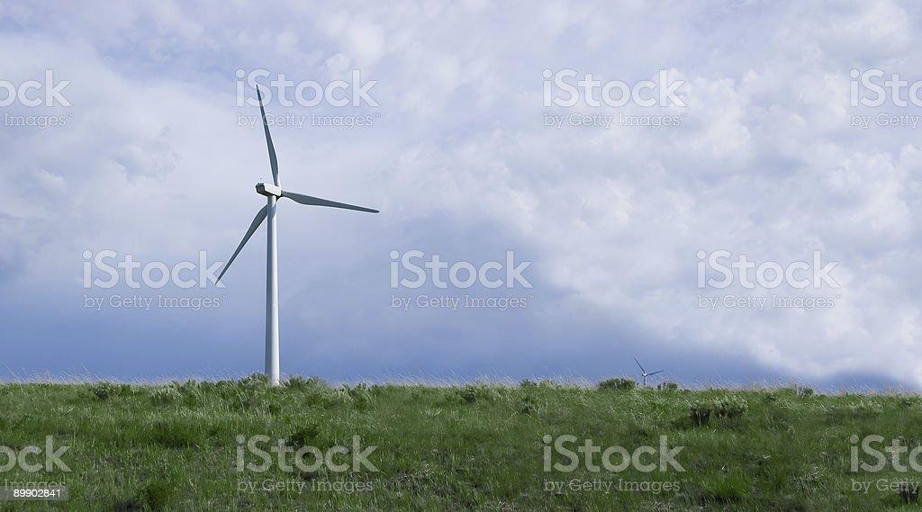 Molino de viento-Habitación pure energía limpia foto de stock libre de derechos