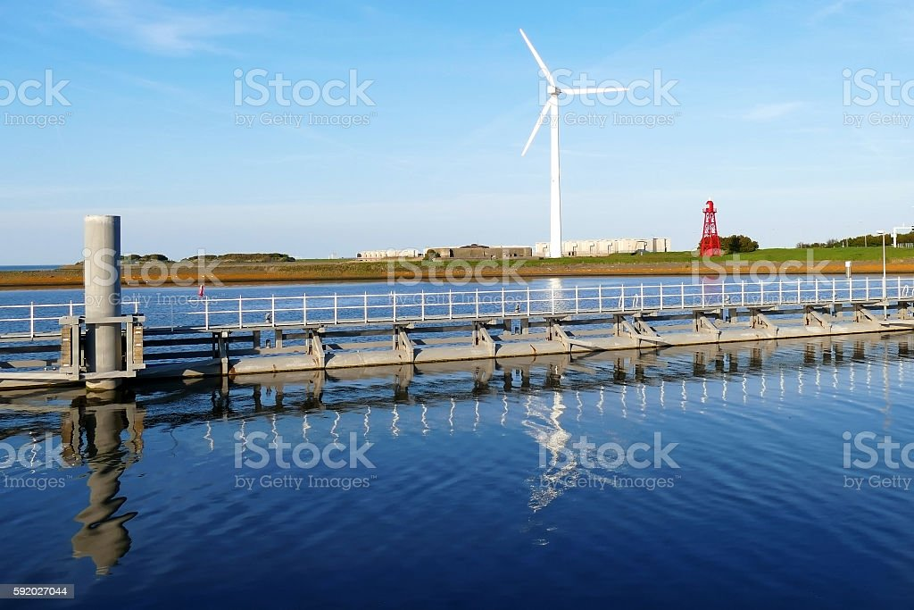 Windmill, sluice and lighthouse. Aflsuitdijk the Netherlands foto