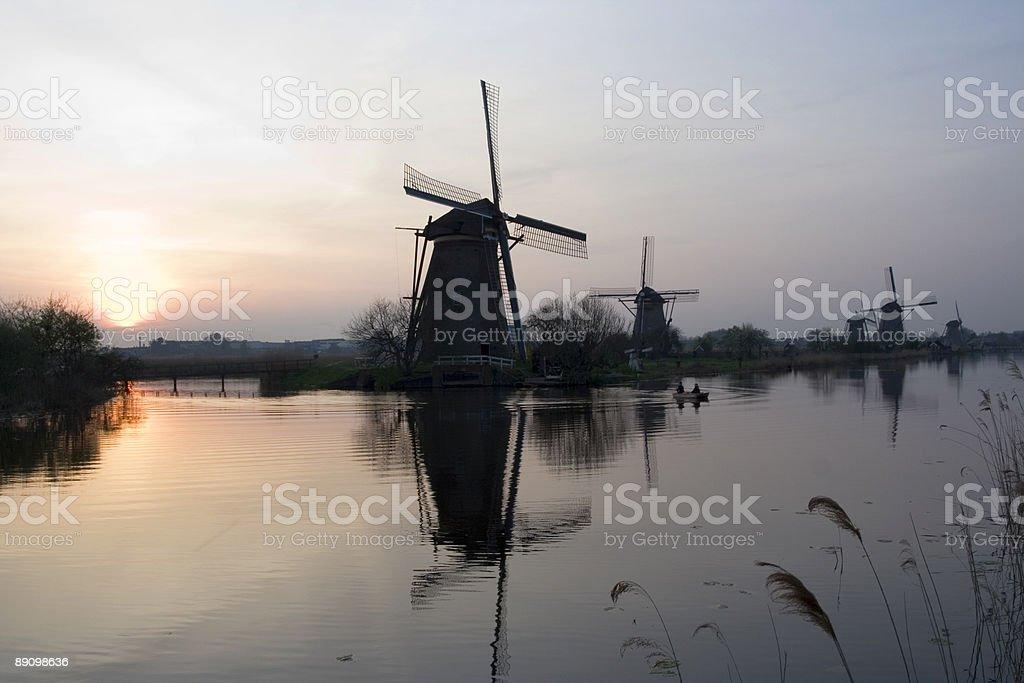 Windmühlen von Kinderdijk-Sonnenuntergang Lizenzfreies stock-foto