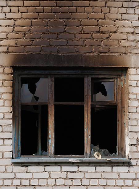 window after fire - brand sotiga fönster bildbanksfoton och bilder