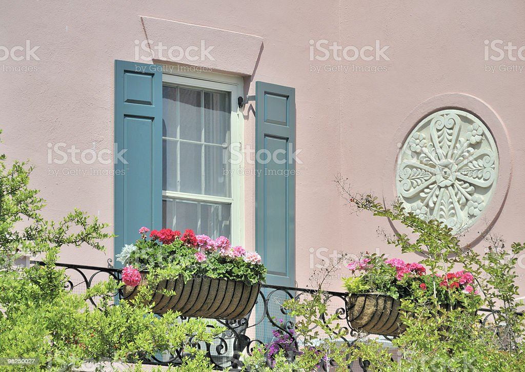 FINESTRA E BALCONE, Charleston, Carolina del Sud foto stock royalty-free