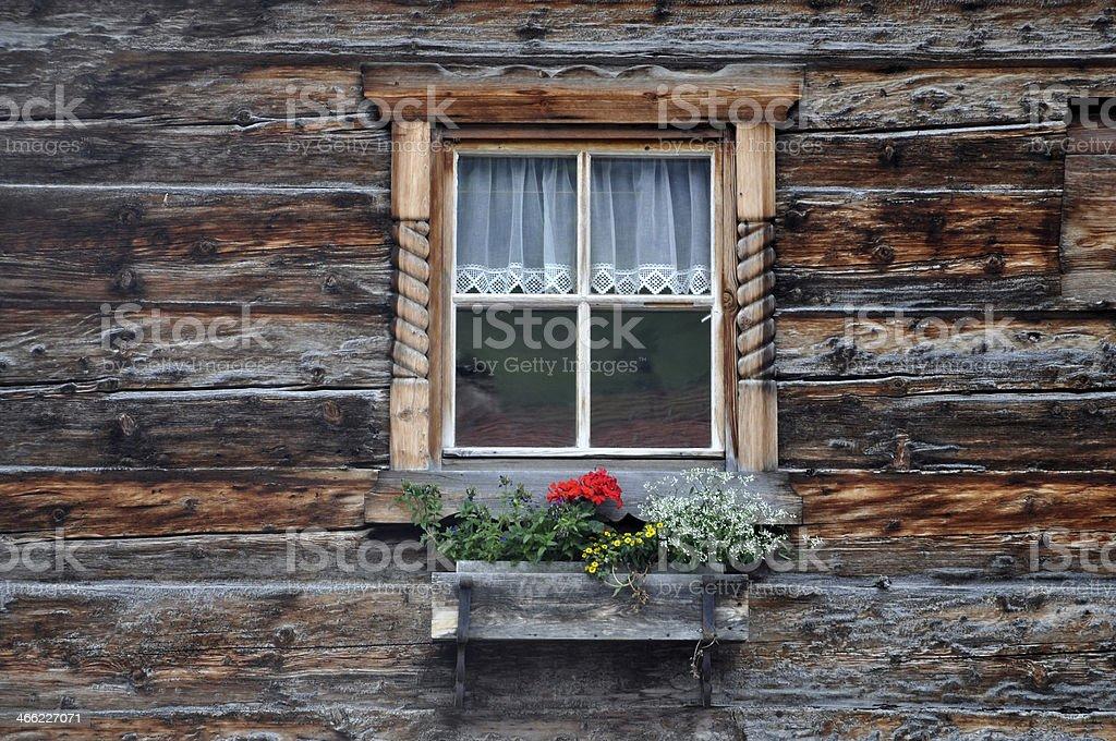 Fenster auf einer Berghütte – Foto