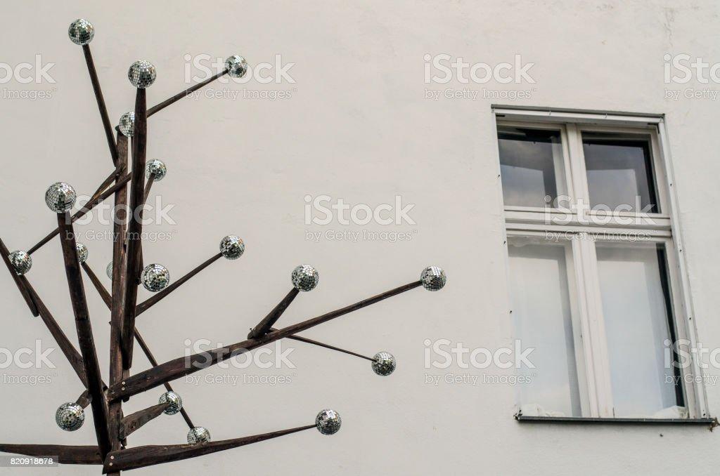 Fenster in einem Hinterhof – Foto