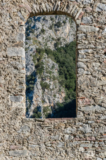 Window in Ancient Stone Wall - foto stock