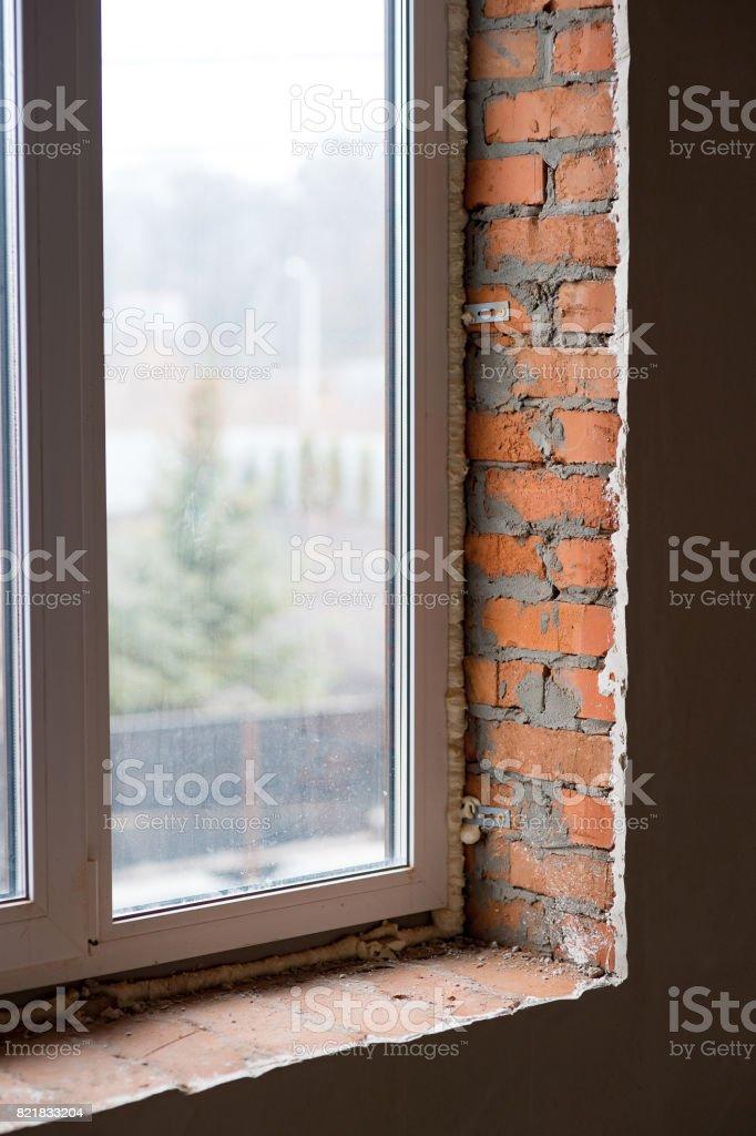 Instalação de janela e detalhes de substituição com Lintel de betão - foto de acervo