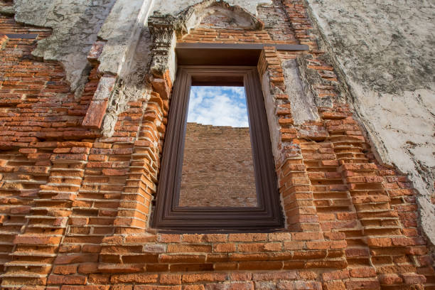 Window of ruin temple, Wat Yai Chom Prasat - Samut Sakhon, Thailand Window of ruin temple, Wat Yai Chom Prasat - Samut Sakhon, Thailand dilapidate stock pictures, royalty-free photos & images