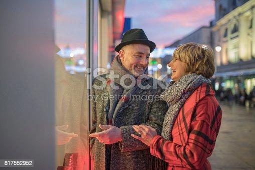817549606 istock photo Window Shopping At Christmas 817552952