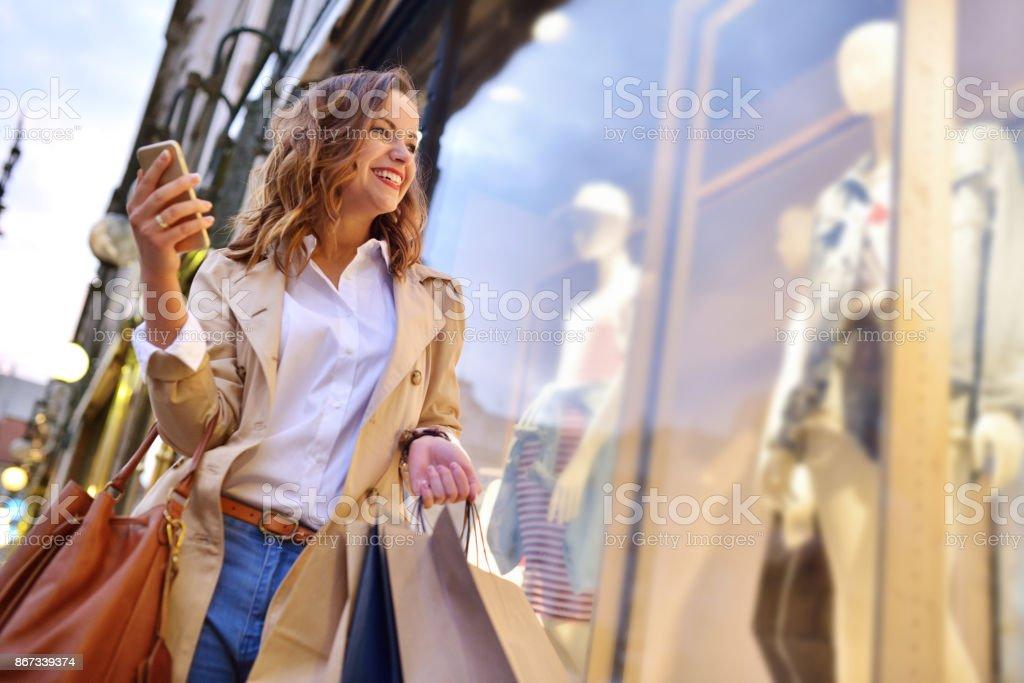 Venster winkelen - Royalty-free 20-29 jaar Stockfoto