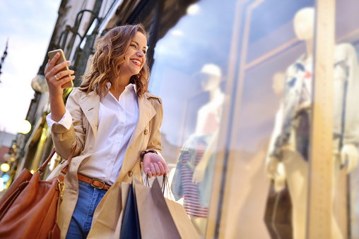 Venster Winkelen Stockfoto en meer beelden van 20-29 jaar