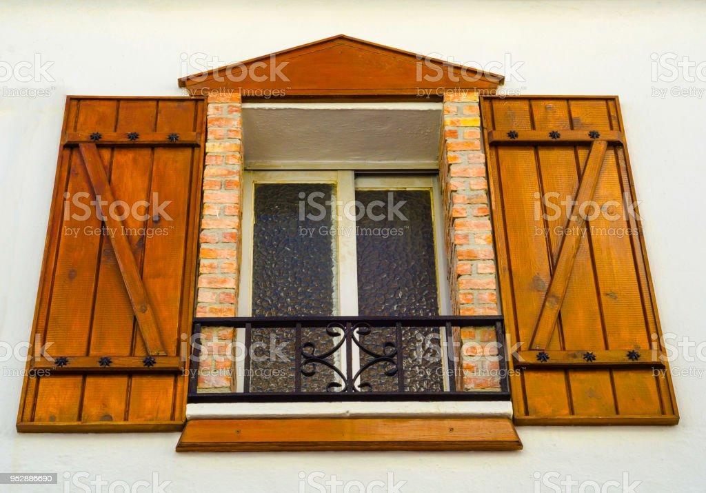Fensterladen Auf Einem Alten Europaischen Stil Gebaude Alte Fenster