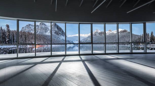 Blick auf felsige Berge und See – Foto