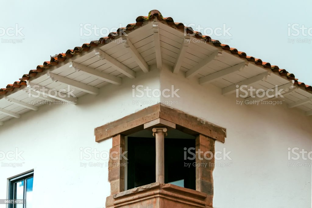 Window with balcony in the angle of a corner of Cusco (Peru) - Royalty-free Angle Stock Photo