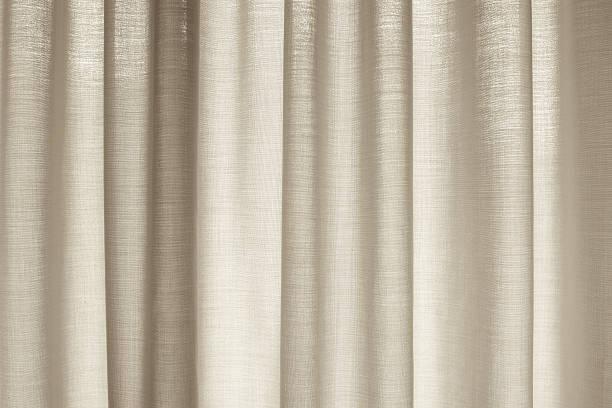 Fenster mit Vorhängen, die Sie – Foto