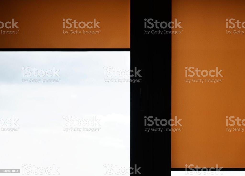 Fönster med sand färgade rulla mörkar - Royaltyfri Boksida Bildbanksbilder