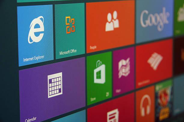 windows 8 start screen schräge - microsoft windows stock-fotos und bilder