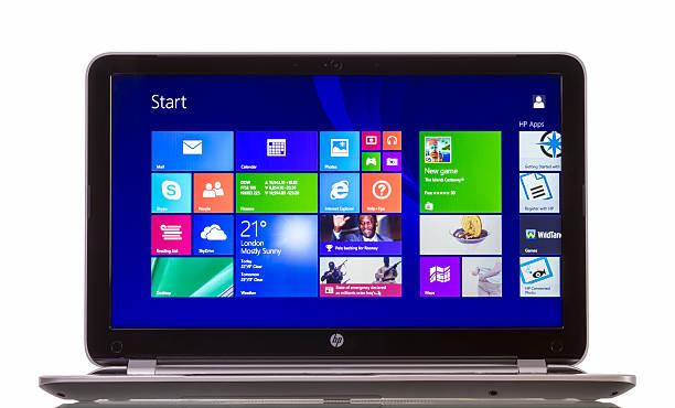 fenster 8.1 im hp pavilion ultrabook - microsoft windows stock-fotos und bilder