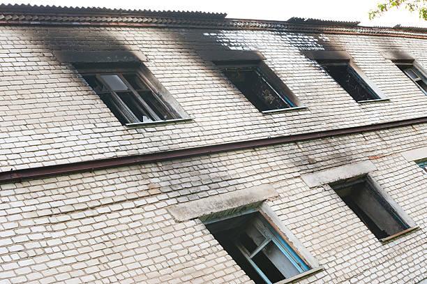windows after fire - brand sotiga fönster bildbanksfoton och bilder
