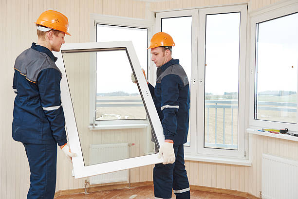 windows installation workers - foto stock