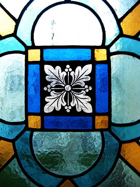 ventanas de la catedral de burgos, españa. - burgos fotografías e imágenes de stock