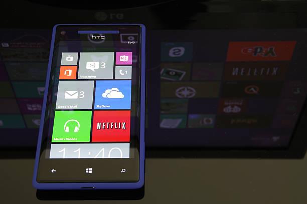 windows phone 8 - microsoft windows stock-fotos und bilder
