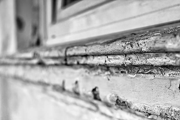 Windowsill brauchen Renovierung mit Fenster – Foto