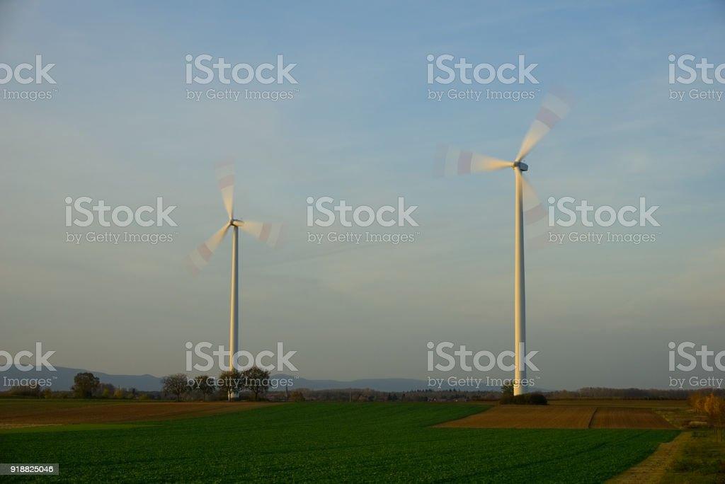 Windräder in Bewegung stock photo