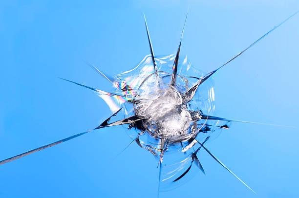 windshield rock chip - voorruit stockfoto's en -beelden